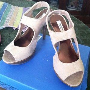 Vera Wang Heels, Svadelaide Camel, new, size 7.5